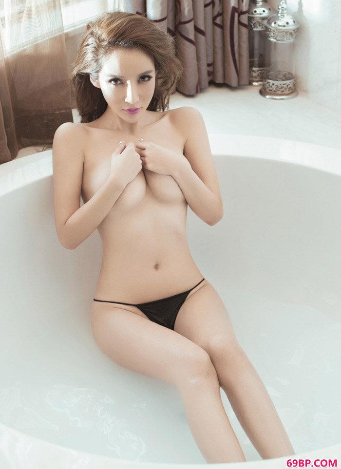美乳嫩模陈怡曼大尺度艺术摄影_柳州莫菁12部绝版