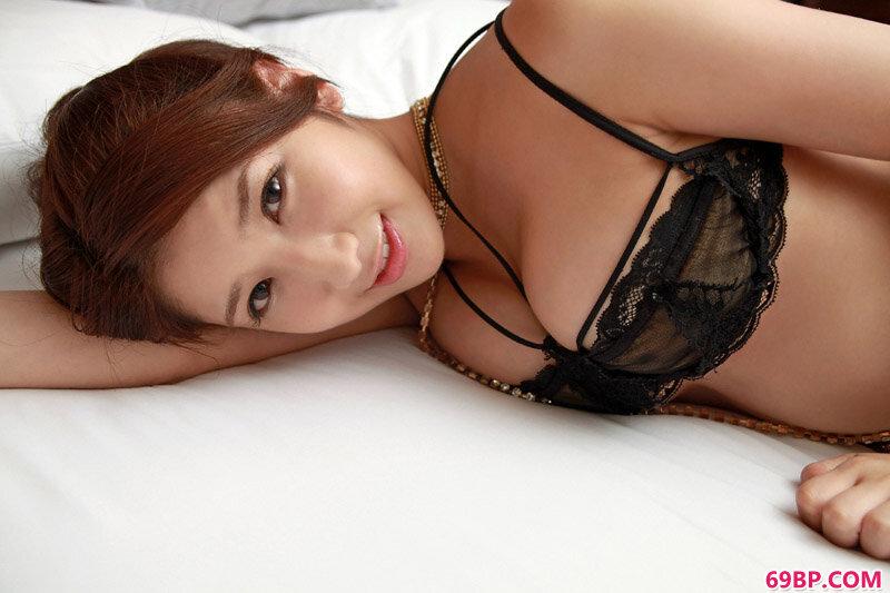 豪乳东洋女优亚里沙姿态各异很迷人