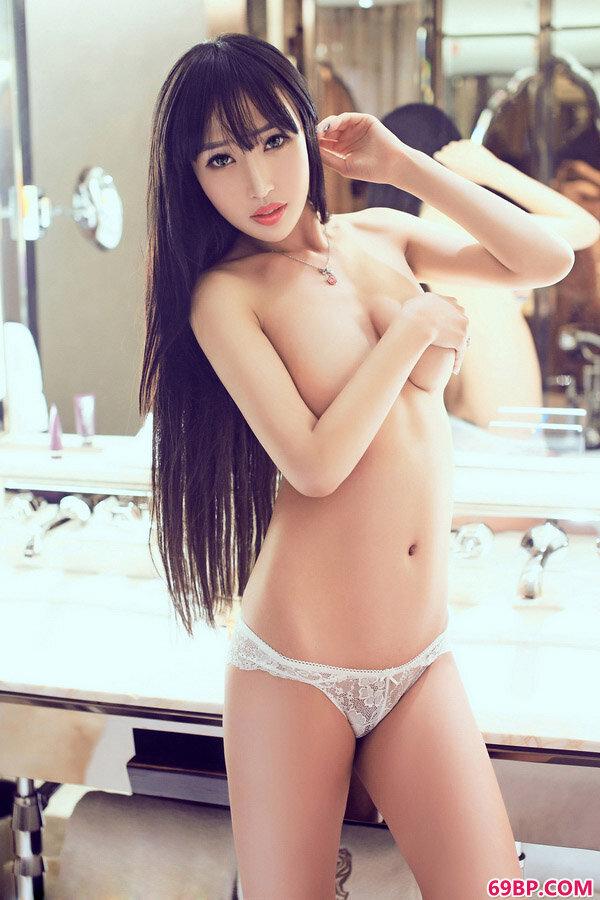 精品正妹石心琪美臀性感艺术图片_女艺术摄影