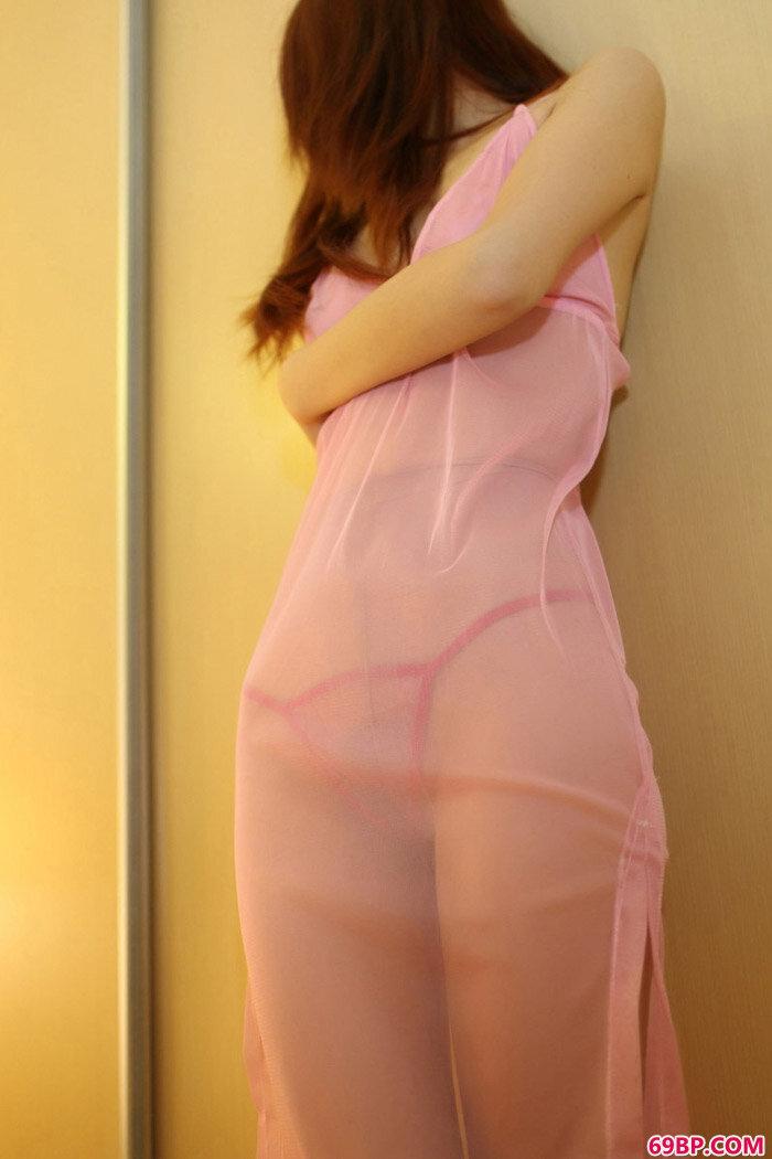 美腿名模Jess透明情趣酒店脱丝露底,gogo超大胆人体露阴展