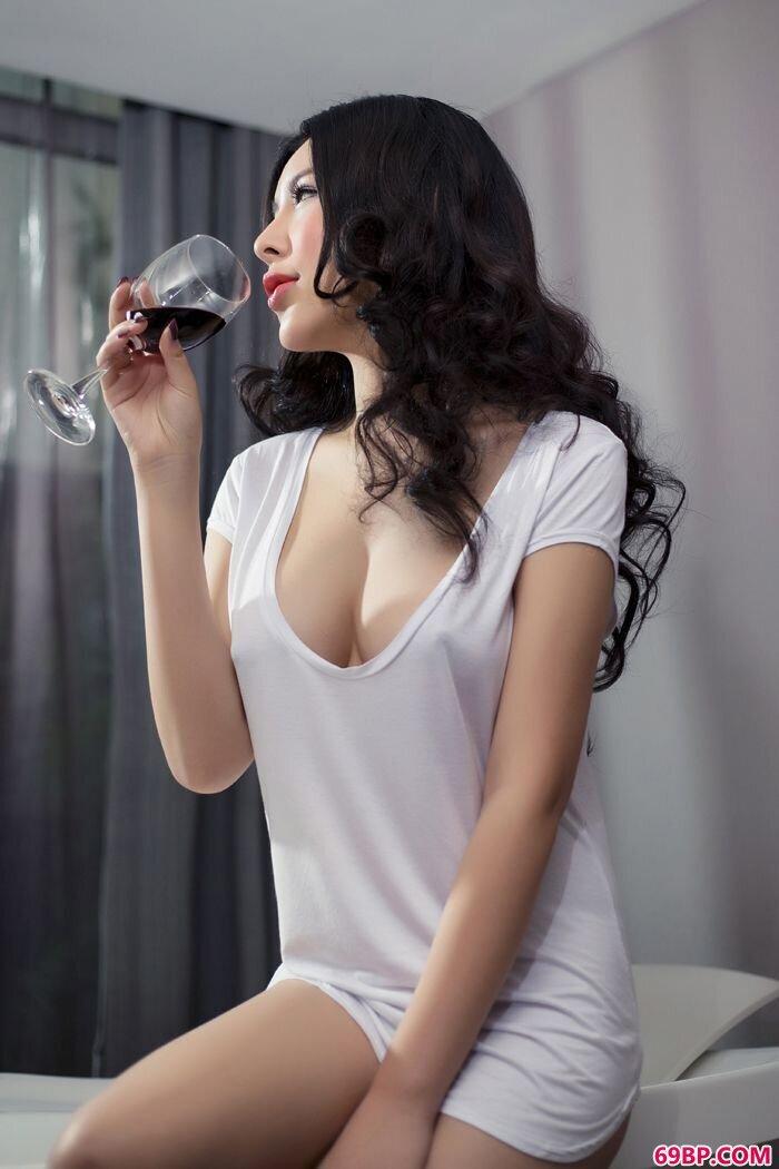 黑丝贵妇艺潇全裸大胆写真照_人体模特邓森