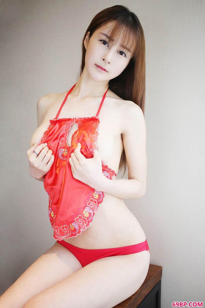 蔡文钰内衣湿身丰胸翘臀一览无余_国模小艺150P