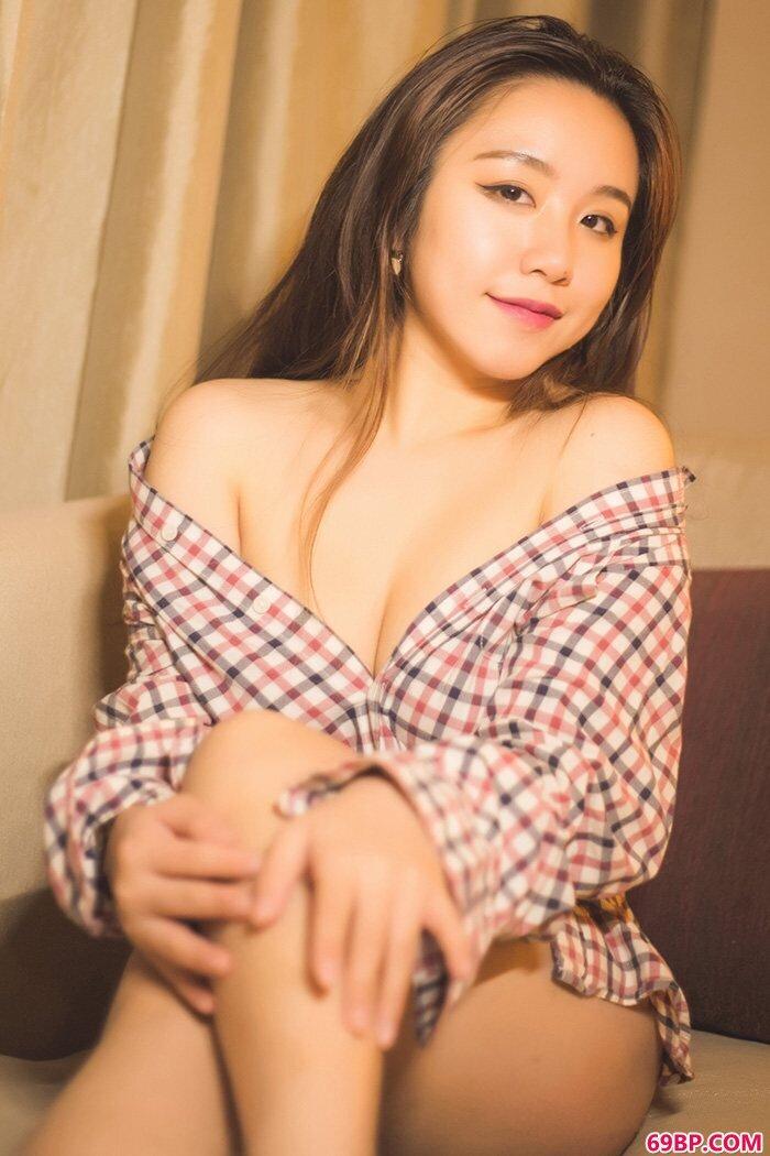 娇艳女郎菜菜曼妙酮体让人垂涎欲滴_健身房里的欲乱h文