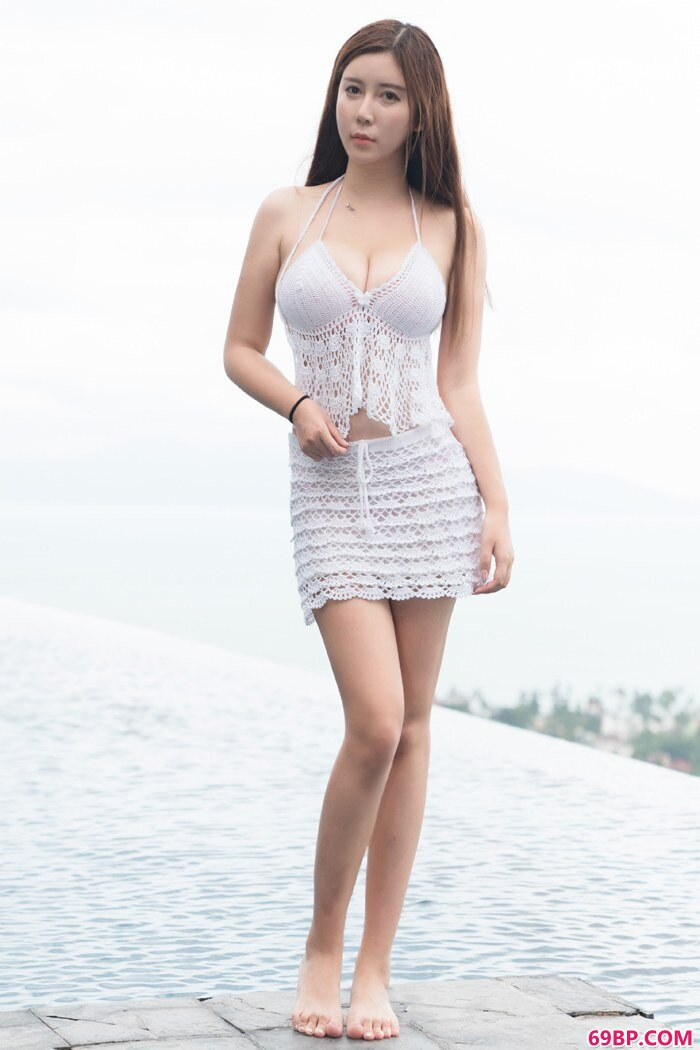 柔情熟妇李雅豪乳呼之欲出性感动人_美女空姐