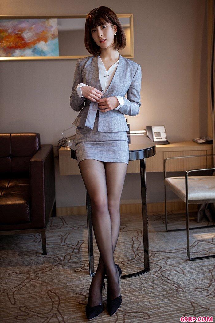 私人秘书林文文黑丝美腿搔首弄姿_西西人体gg人体