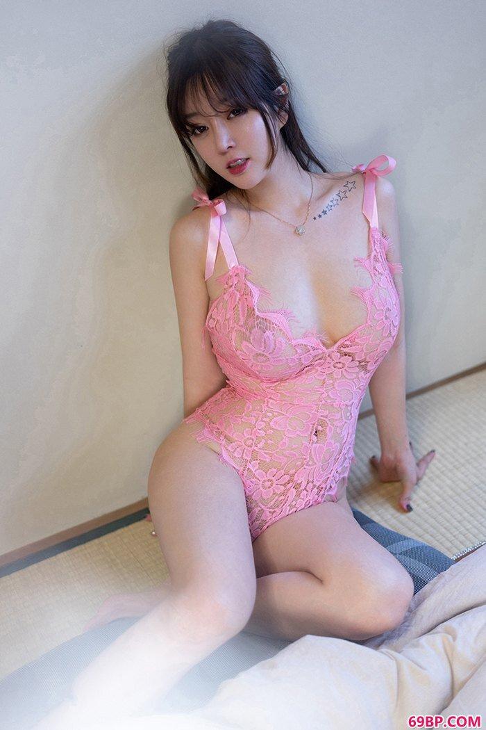 宅男御姐王雨纯圆滑大胸一丝不挂享受_妖娆西西人体艺术照