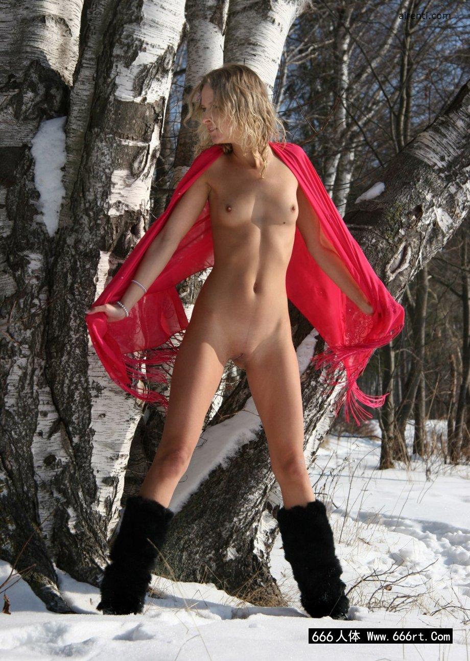冰天雪地里的超模Ayla外拍人体