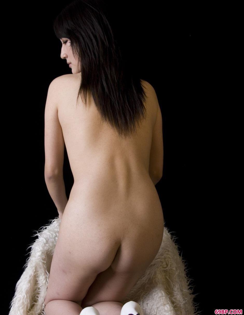 超模雯真室拍羊毛毯上的魅惑人体1