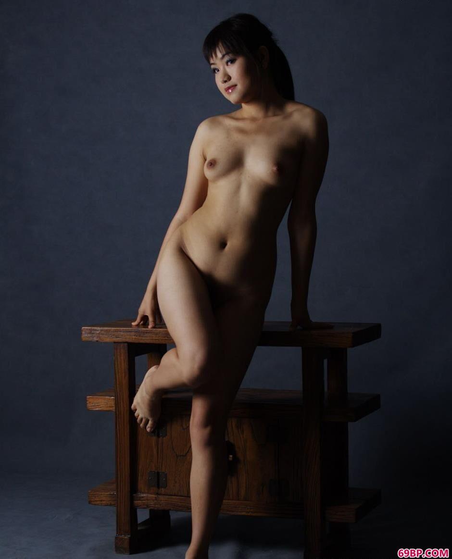 制服丝袜人妻日韩在线_名模瑞尔室拍抚媚人体1