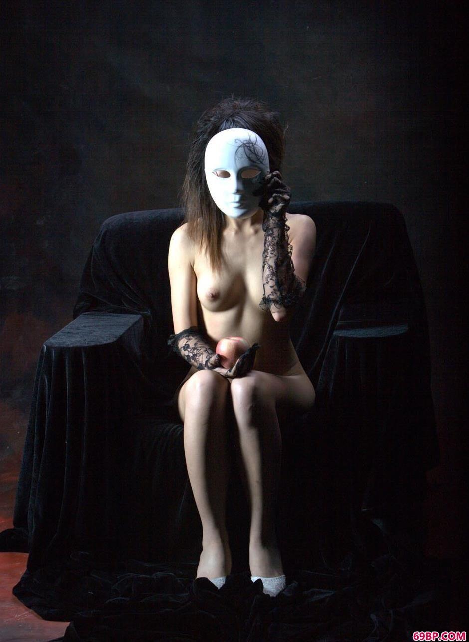靓妹莎莎沙发上的美丽人体,gogo国模人体艺木