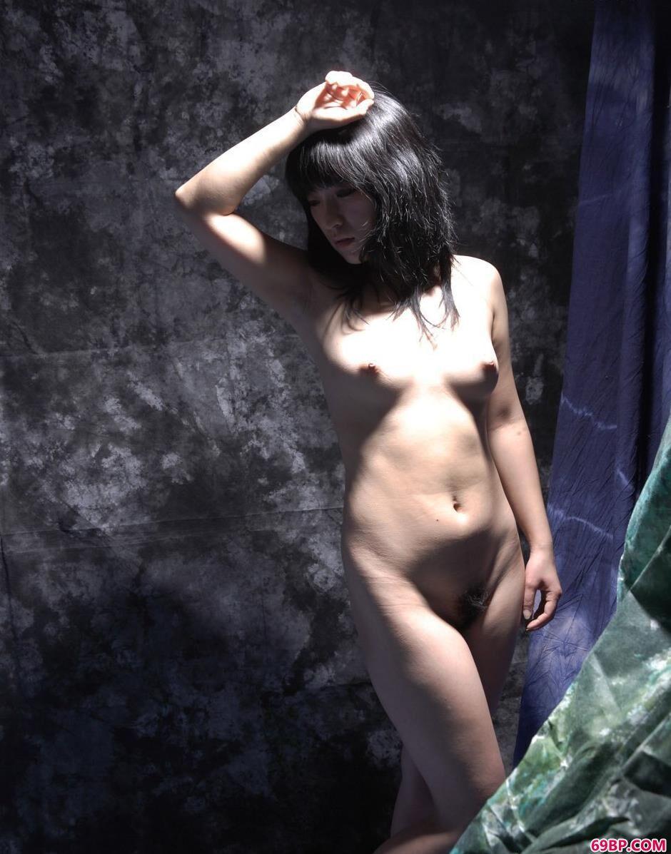 ass巨大女人PCis_超模雅莉图片棚里的清纯人体1