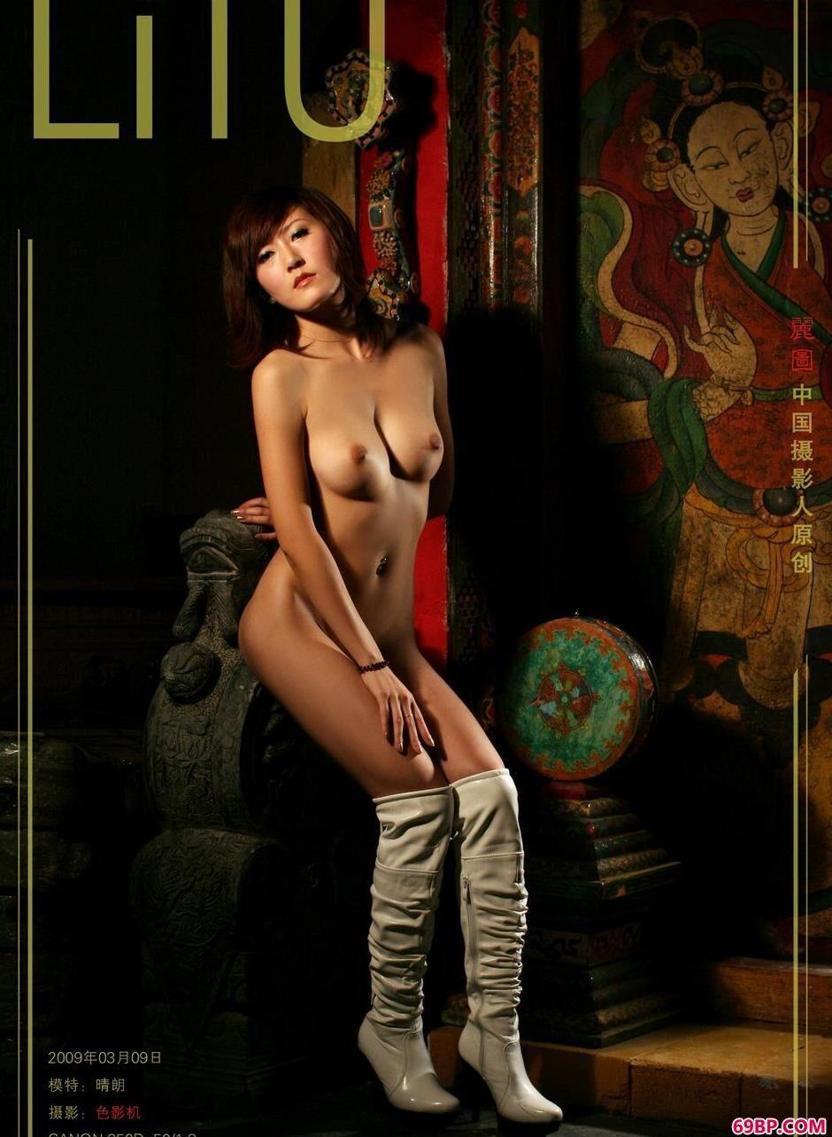 裸模晴朗室拍古典美体