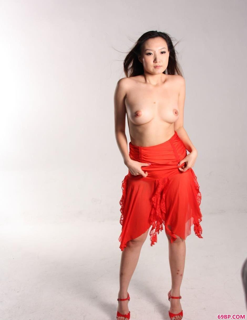 美模米旎写真棚里的漂亮美体_模特yumi
