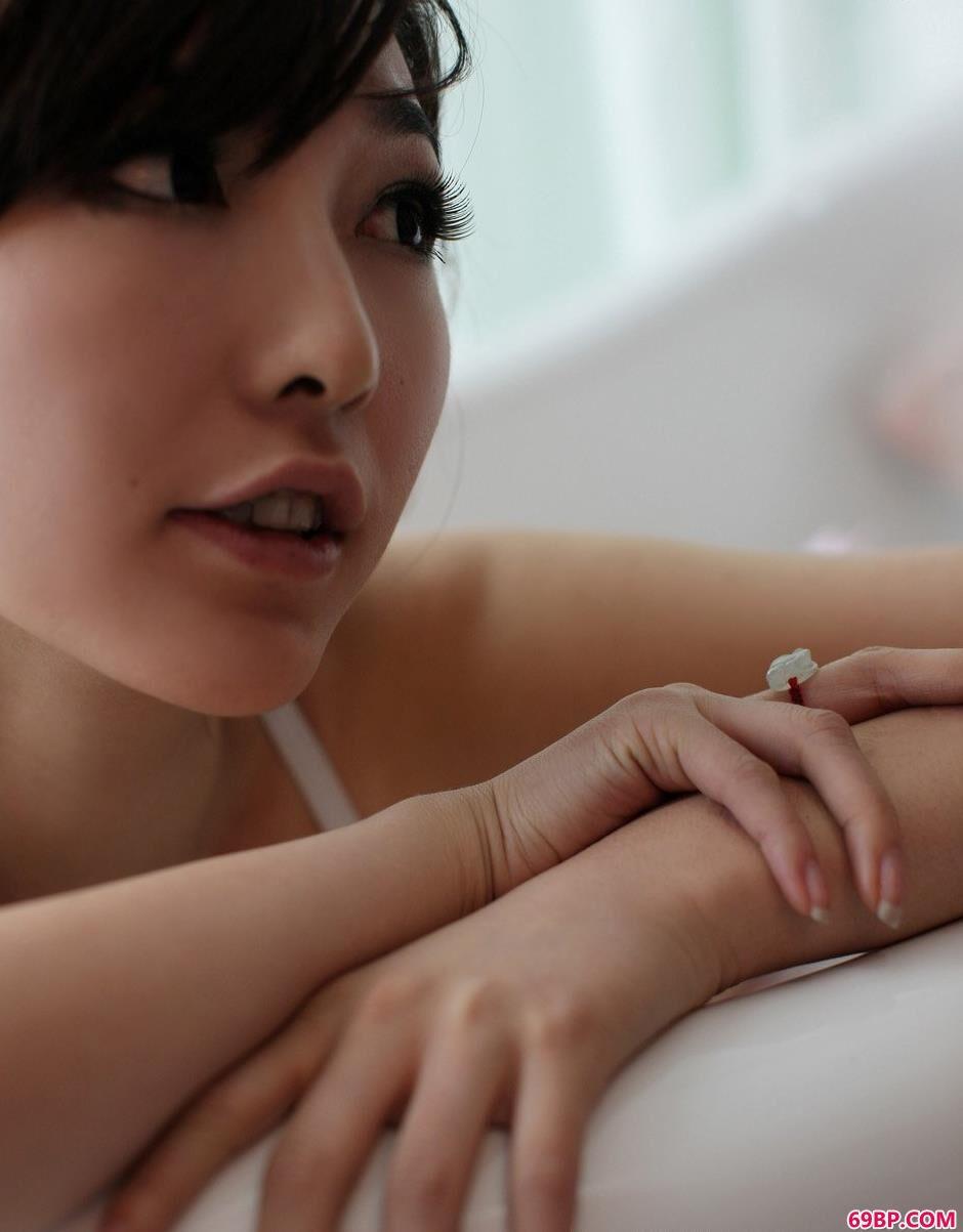 白色黑丝吊带晨雨内裤人体3_美女被操图片