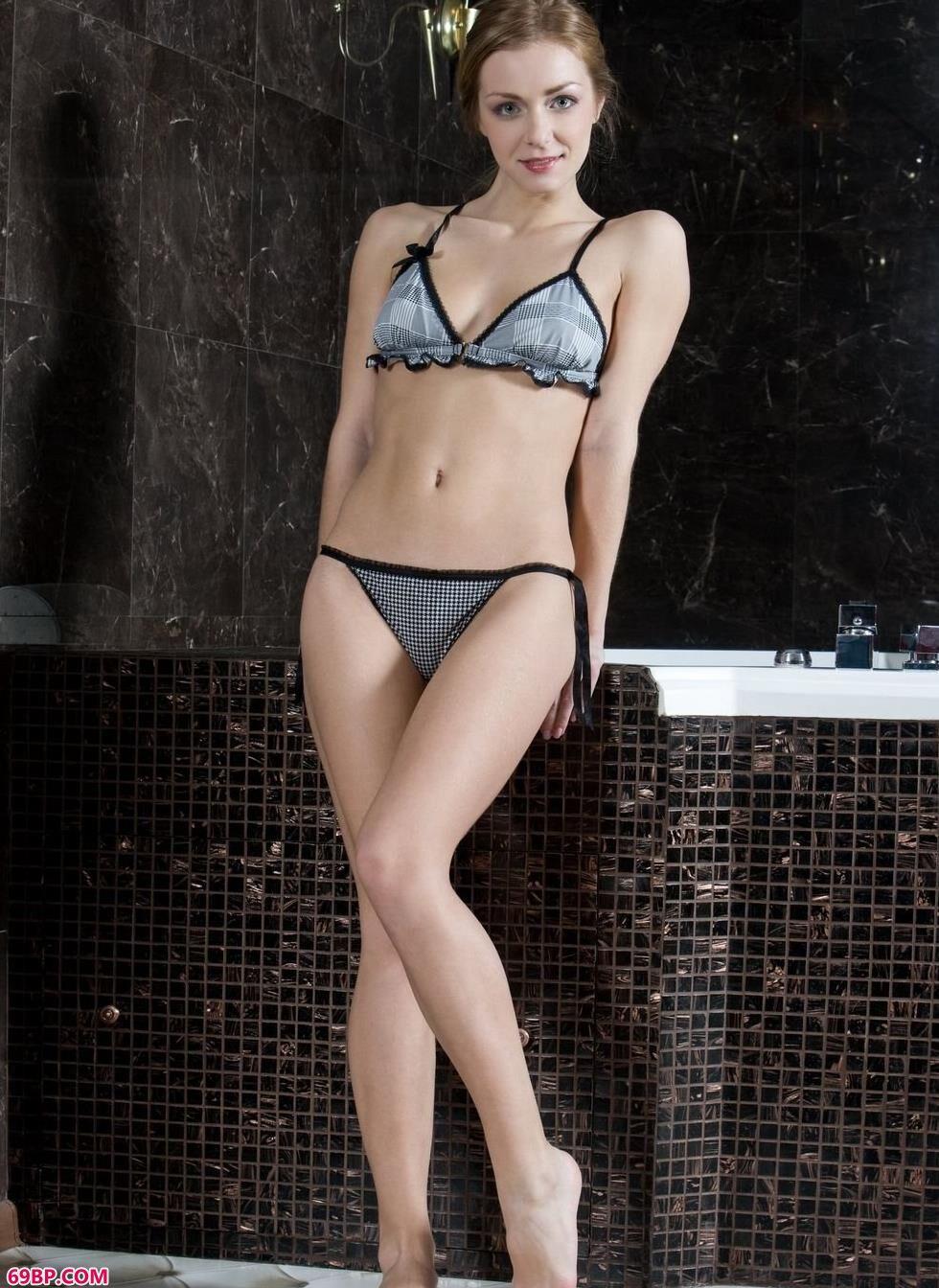 147人体大胆中国人体_名模Sharon浴缸里的妩媚人体
