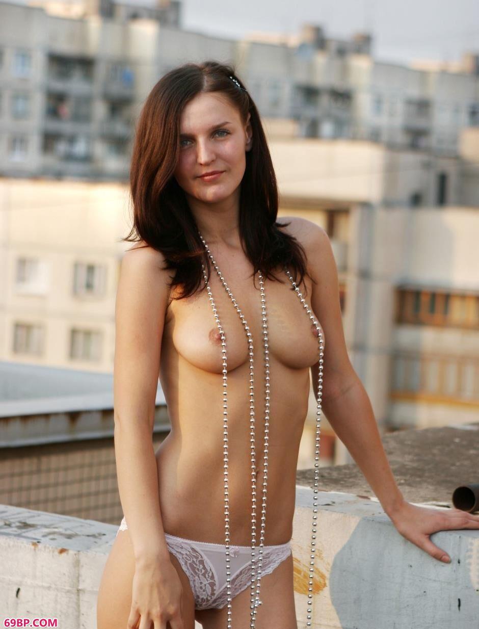 超模Tatyana天台上的风骚人体,gogo人体模高清于子涵