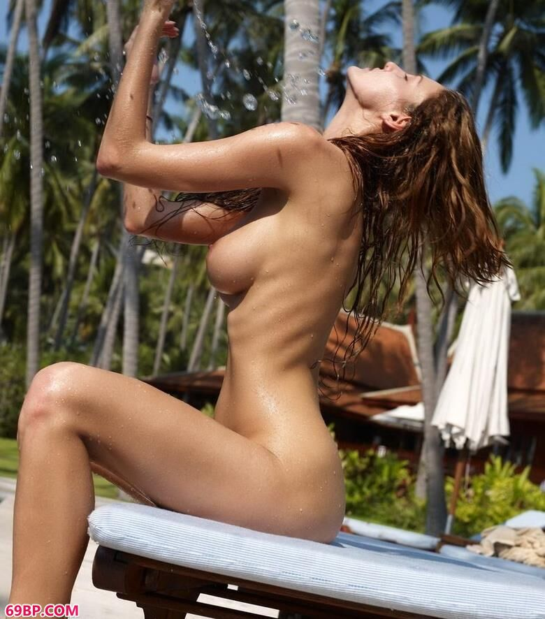 mimi在泰国泳池边的人体_乌克兰美女Xx性