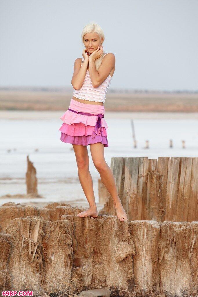 小名模琦芮海边的无圣光外拍