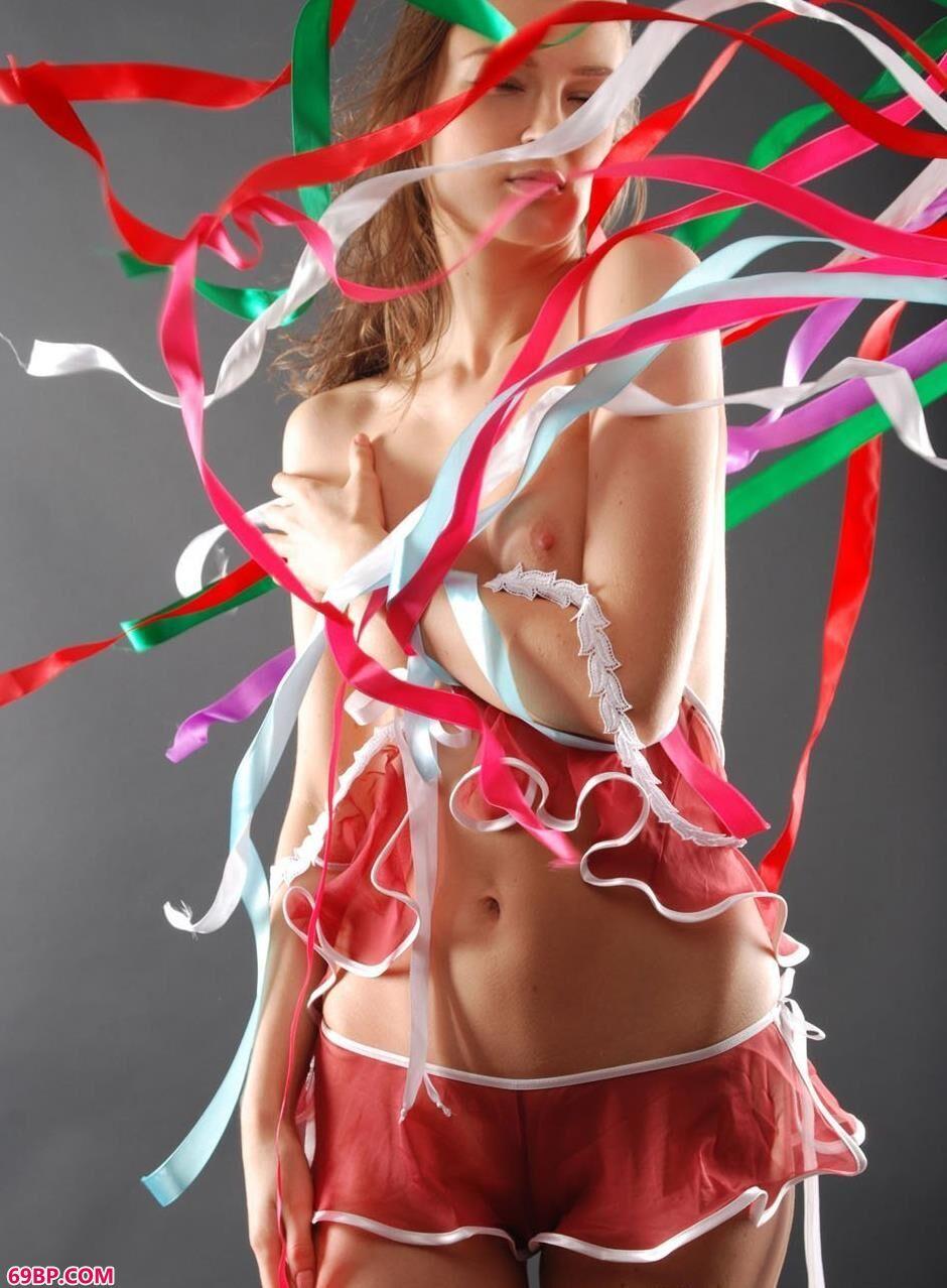 MARINA彩色丝带人体2