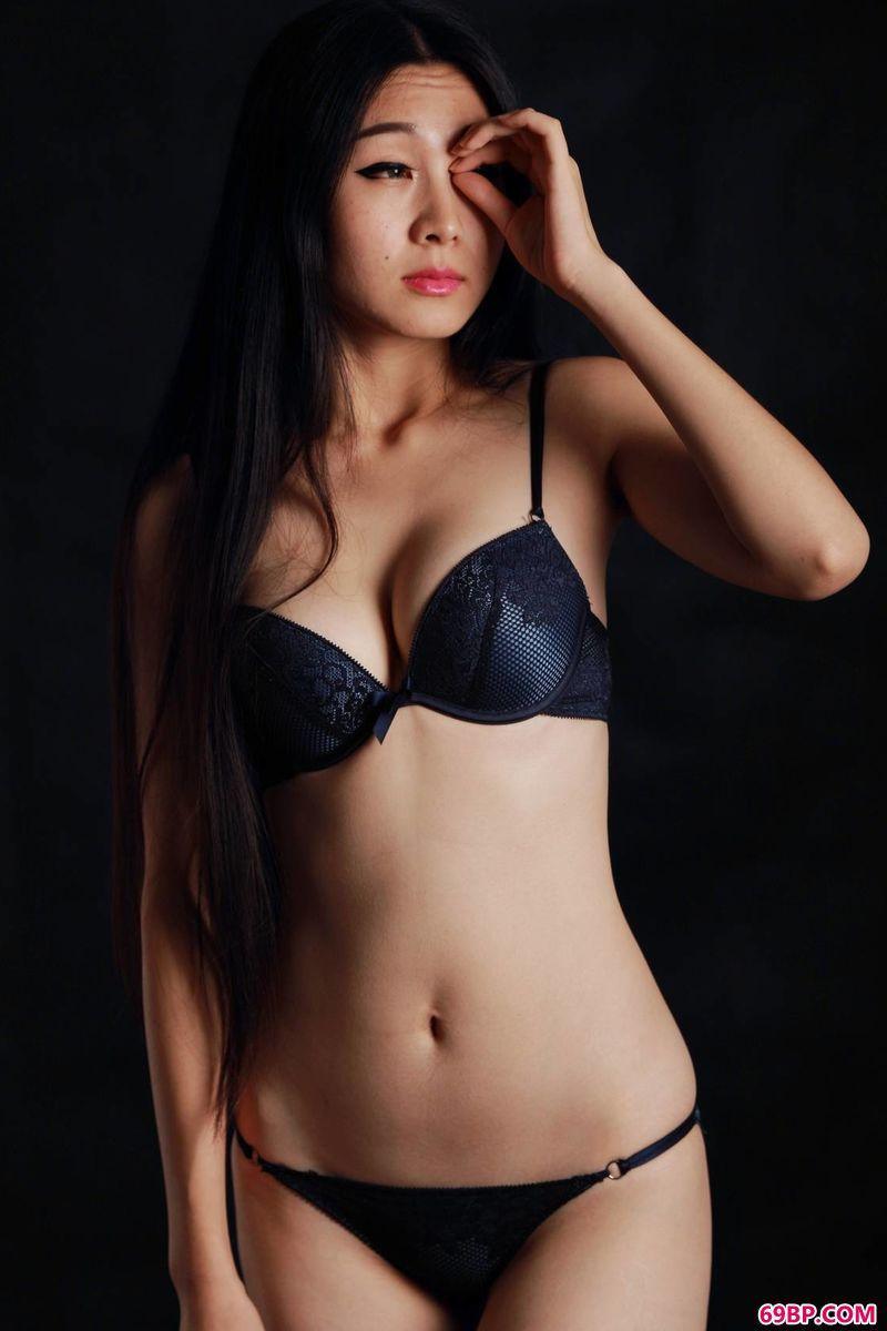 祥和的性感裸模惠兰