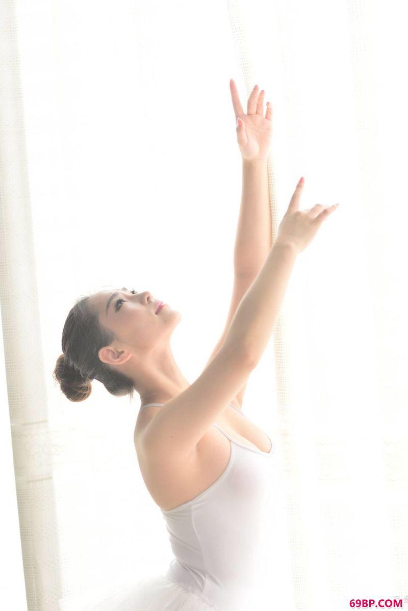 芭蕾妹子身姿小鹤_美女大胆艺术